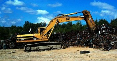 Large machine recycling metal