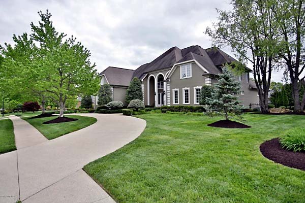 Photo of home in Lake Forest Estates, Louisville KY