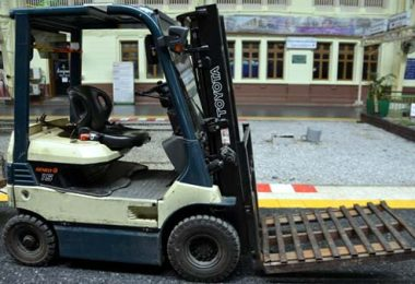 Photo of another forklift