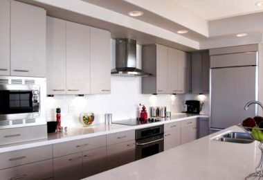 Photo of a kitchen with coordinated countertop and backsplash